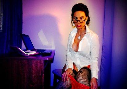 SexyAura: Hallo Ihr Heissen ! Ich bin SexyAura. Bei mir ist prickelnde Erotik angesagt. Fühlst Du dieses tiefe knistern in der Luft ? Wenn ich mich f&uu...