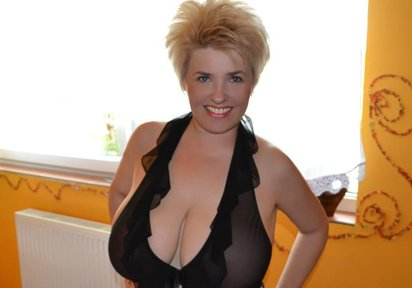 Gratis Sex Newsgroup  - XXL Titten und hei�e Muschi mit MonsterDildo