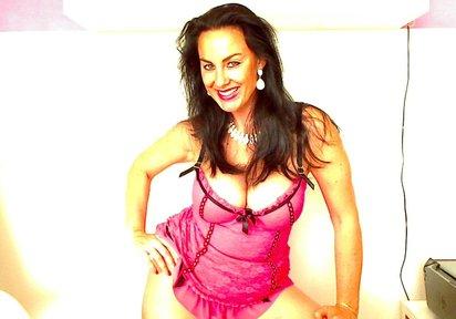 80 DD, attraktive Br�nette, gr�ne Augen, lange Beine - Bilder von SexyAura
